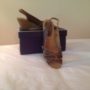 Mountain Sole Shoes with Wedge Heel